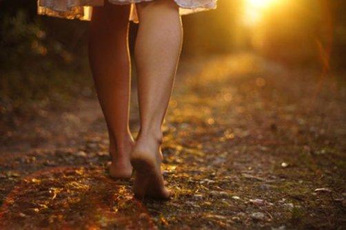 loneliness-girl-legs